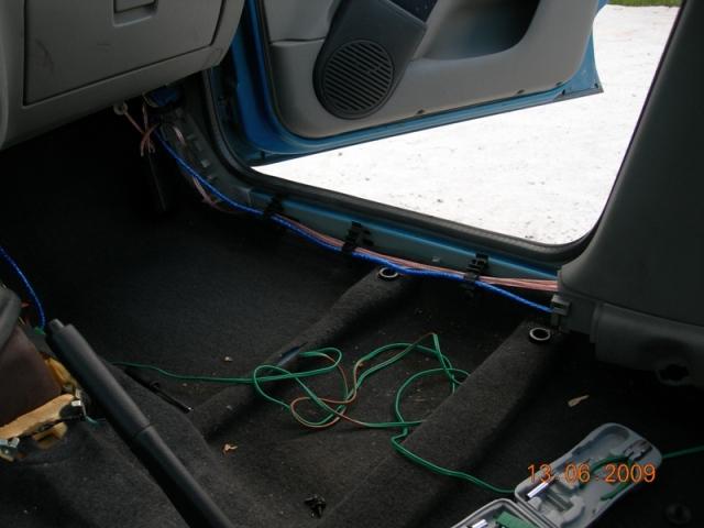 renault symbol гайка обшивки багажника